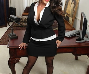 Office secretary DeSire Delgoto shows her nice big boobies on cam