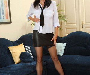 Sexy mature lady Renie sheds her leather skirt before fooling around with twat