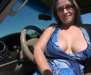Fat amateur Dee Siren plays with her vagina while in and out of her vehicle