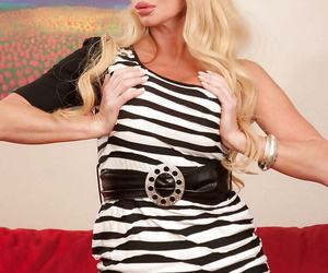 Mature babe Taylor Wane with big tits and pigtails exposes pussy