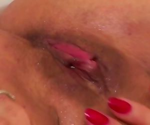 Mature dumb slut mom piss and bating her twat