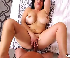 Sexy mom loves having her ass stretched