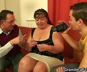 Two dudes bang mature fatty - 6 min