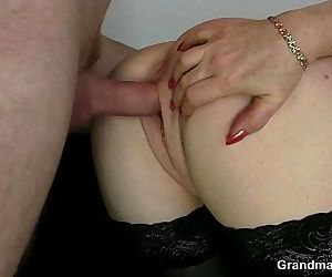 Office lady pleases two cocks - 6 min