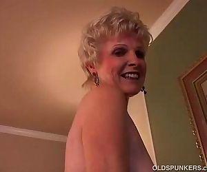Sexy granny has a wet pussy - 5 min