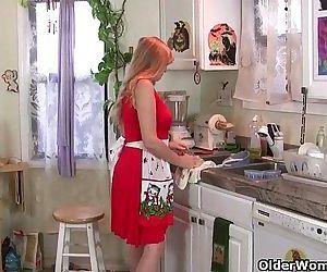 Mom rather masturbates than clean up the kitchenHD