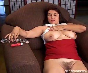 Beautiful older amateur has nice big tits - 5 min
