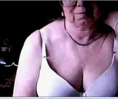 Hacked webcam caught my old mom having fun at PC - 7 min