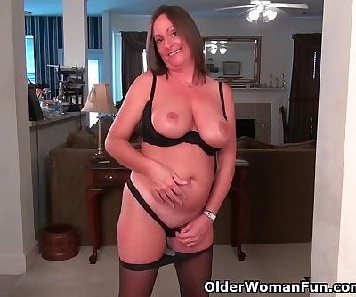 American milf Brandi needs a good rub down