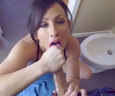 MomsTeachSex - Morning Wood With Jennifer White