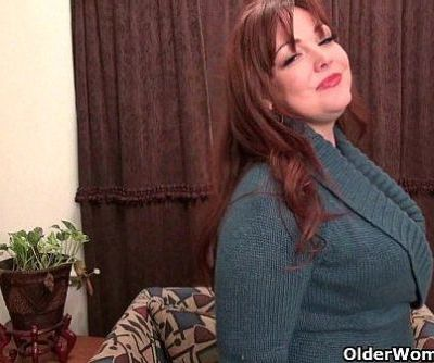 American mom Jewels satisfies her craving pussyHD