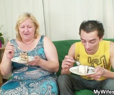 He is lured into sex by chubby mother in law