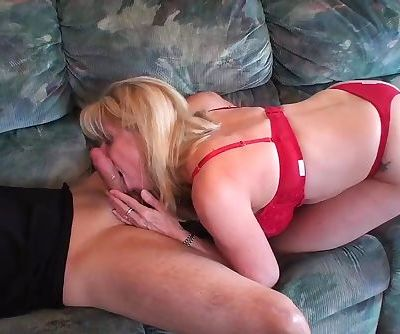 A young Pornhubber came over for a Blow-job. He was well taken care of :