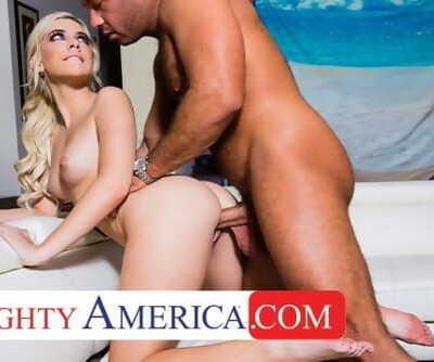 Naughty America - Allie Nicole fucks her new neighbor