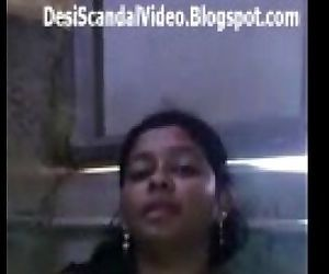 Sexy desi babe showing boobs n..