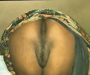 Desi nude ass in saree