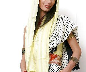Indian solo model Tamara setting..