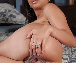Curvaceous indian MILF Priya..