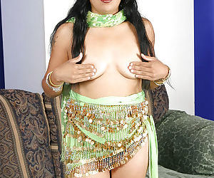 Lusty indian babe uncovering her..