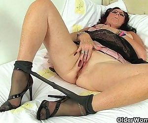 British milf Raven works her..