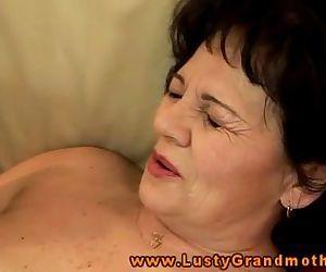 Amature mature grandma handling..