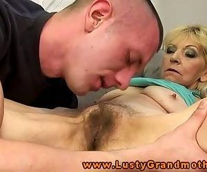 Amateur mature granny gets pussy..