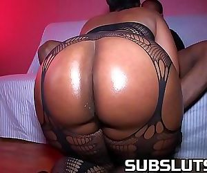 Big Booty Milf gets fucked raw 11..