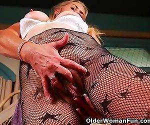 American gilf Cristine gets horny..