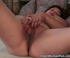 American granny Kay masturbates..