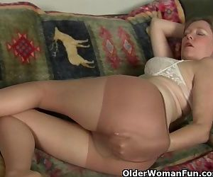 Mom's pussy gets so wet in..
