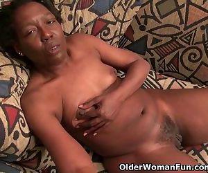 Ebony granny Amanda peels off her..