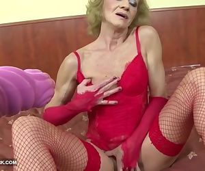 Granny hairy pussy getting fucked..
