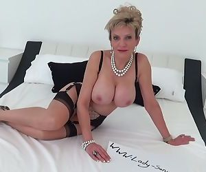 Mature Lady Sonia oils up her big..