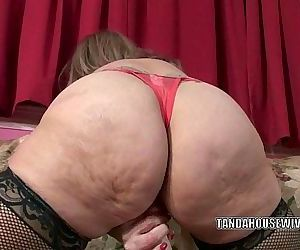 Mature slut Sandie..