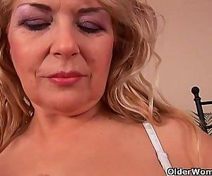 Busty granny Elza is toying her..
