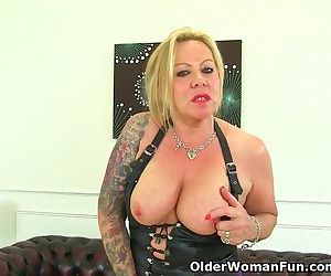 Naughty UK milf..