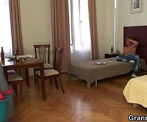 Cleaning woman gets her pussy..