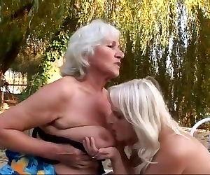 Ladies Show All 52
