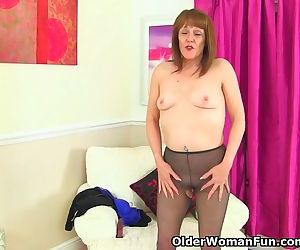 English gilf Pandora fucks her..