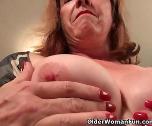 American gilf Melody needs toying..