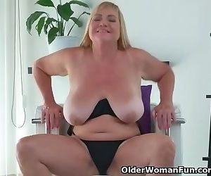 Euro gilf Pem fucks her old pussy..