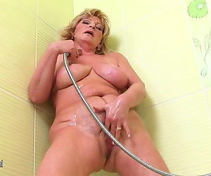 Old but so hot mother squirting..