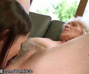 21Sextreme Teen is Muff-Diving..