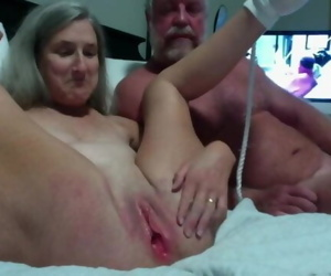 Hot Milf Gets Her Pussy Shaved..