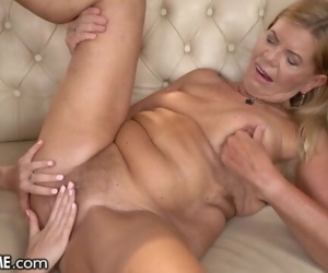 21Sextreme Teen Tongues Granny..
