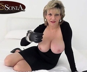 Lady Sonia wants you to Wank..