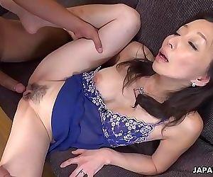 Mature slut gobbling on a pecker like a sex fiend 8 min HD+