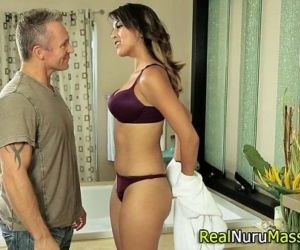 Nuru masseuse fucking - 5 min