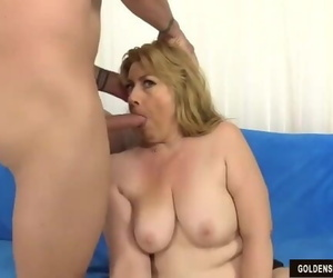 Older Slut Penny Sue Takes a Cock in her Cunt and Cum in..