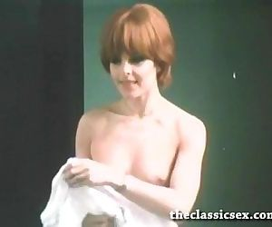 Super hot retro chick masturbating